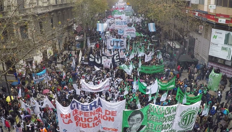 Gremios ya planean cláusula gatillo en las paritarias 2018