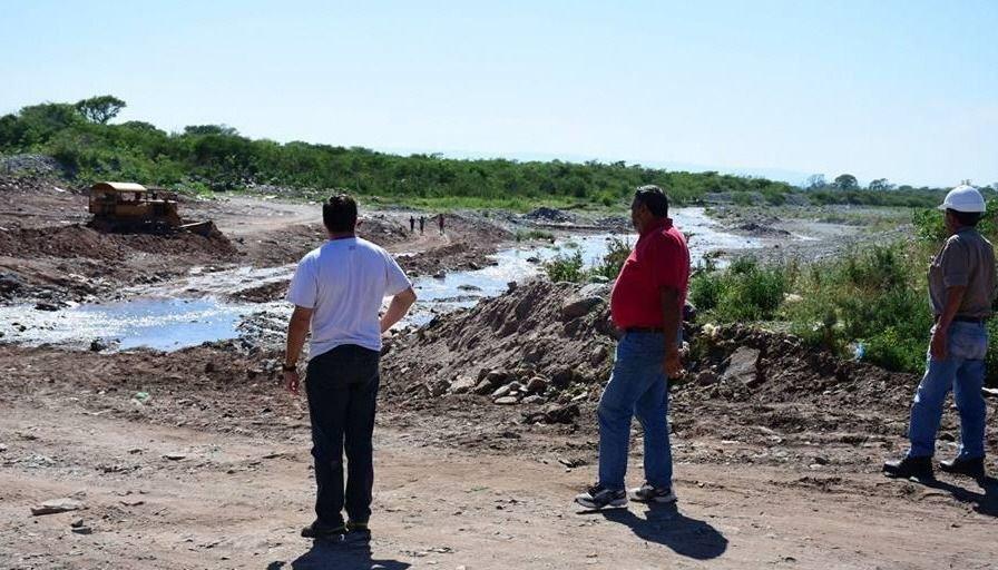Trabajan en obras de defensas en ríos