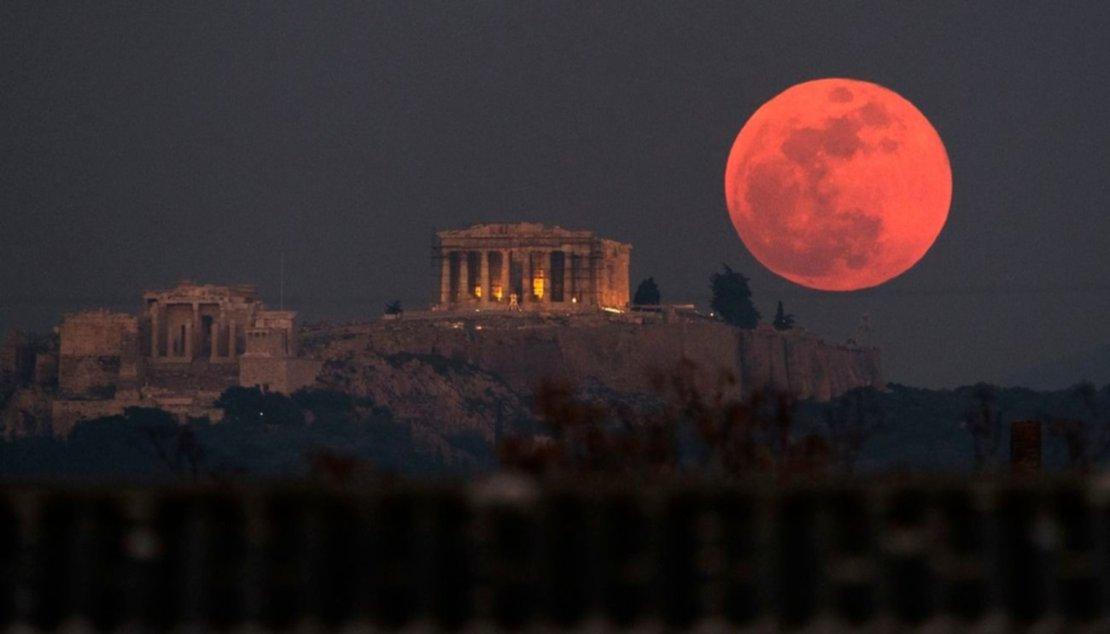 El Partenón y la Acrópolis, en Atenas, Grecia.