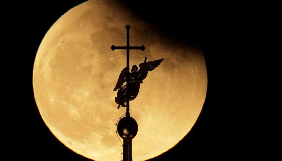 Atrás de el Àngel de la Catedral de San Petersburgo, Rusia.
