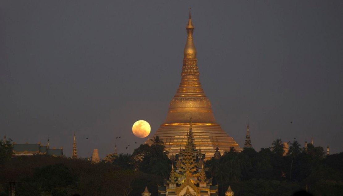 Desde la pagoda Shwedagon, en Myanmar.