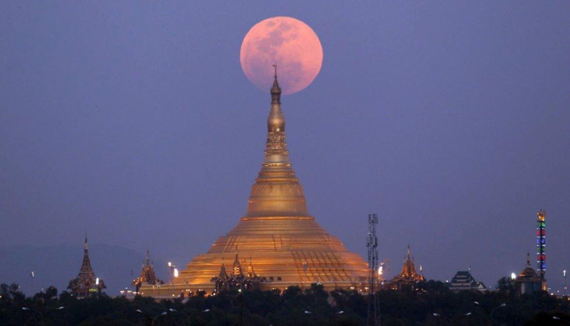 Vista desde la pagoda Uppatasanti, en Myanmar.
