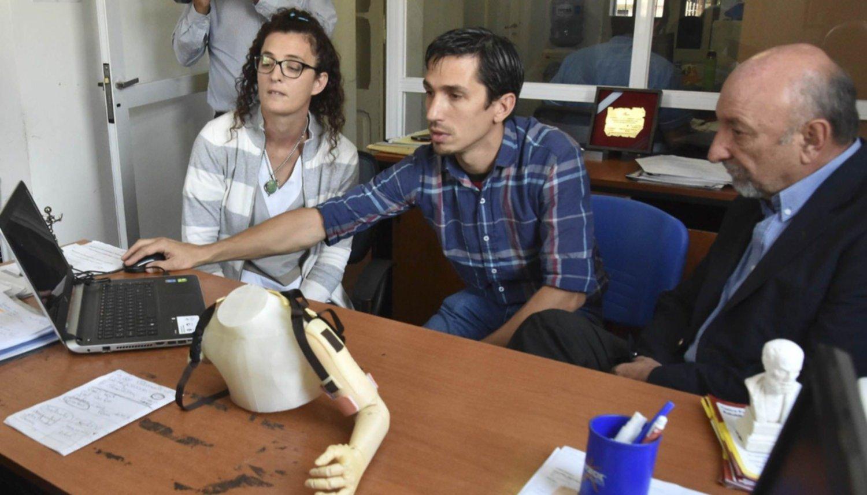 Crean la prótesis  de un brazo 3D