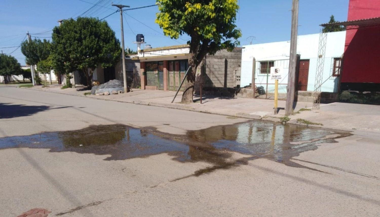 Vecinos llevan ya tres años de cortes y pérdidas de agua