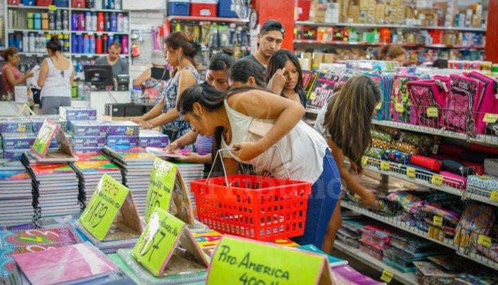 Por temor a nuevas subas, los padres se apuran a comprar los útiles escolares