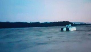 Crecida del río: anoche el Bermejo se llevó una camioneta y chalanas