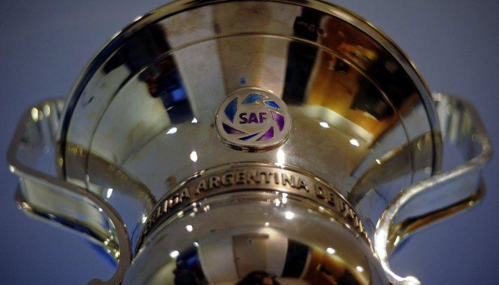 La Superliga, que podría desaparecer, se reinicia con un replanteo