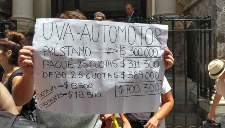 Marcha contra los créditos UVA automotor y prendarios