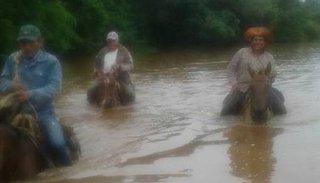 Se complica la situación en Salta: hay inundaciones cerca de Dragones y gente que tiene que evacuar