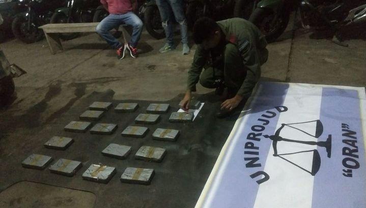 Cuánto cobraba el aduanero que fue detenido en Pichanal por tráfico de drogas