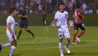 Juventud cumplió: venció a La Merced 2 a 0 y manda en su zona