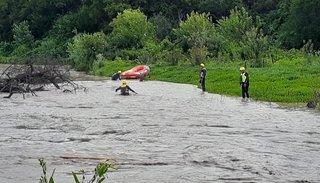 Desesperada búsqueda de un joven que intentó cruzar el río Arenales a caballo y fue arrastrado por las aguas