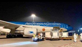 Video. Llegó al país el vuelo de Aerolíneas Argentinas con 904 mil vacunas desde China
