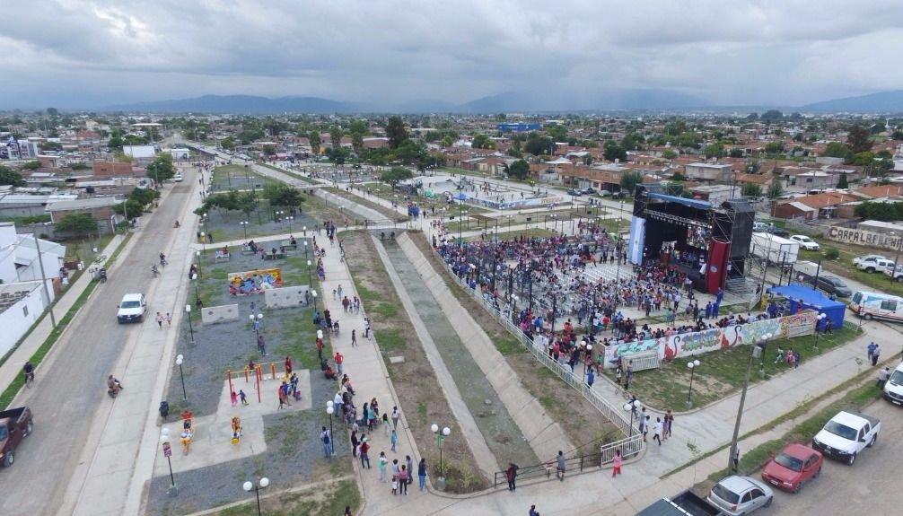 El color de la fiesta y vistas aéreas. Fotos: Andrés Mansilla y Federico Medaa