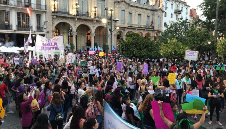 Una multitud le dijo basta a la amenaza diaria del femicidio