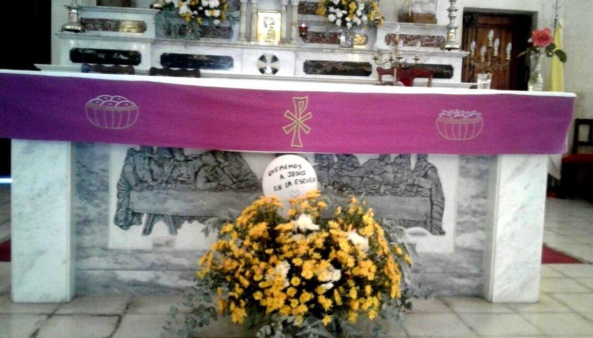 """Fiestas patronales: hubo globos con leyendas """"Queremos a Jesús en la escuela"""""""