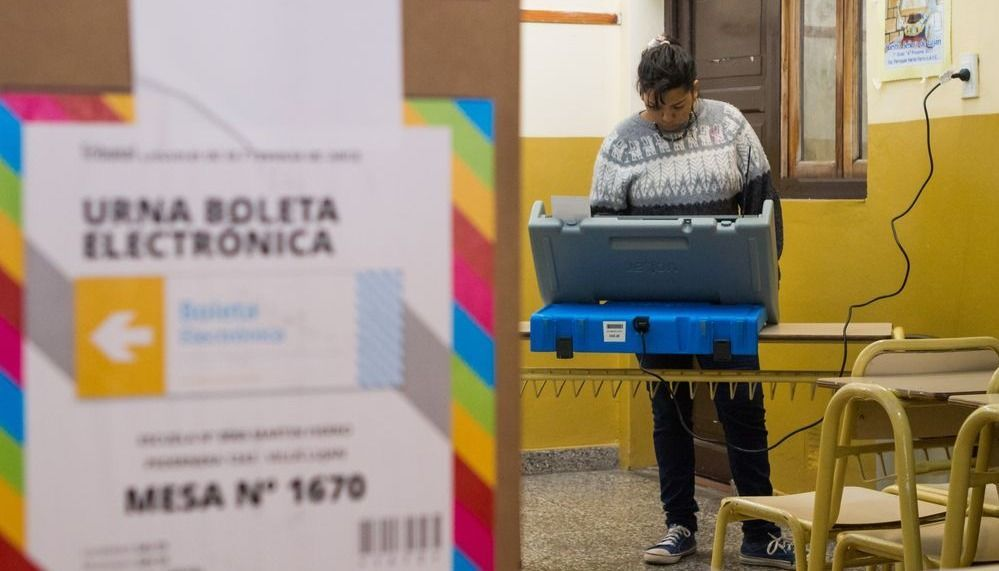 Evalúan el regreso del voto de papel  para las elecciones de este año