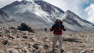 Primer campamento para montañistas en el Llullaillaco