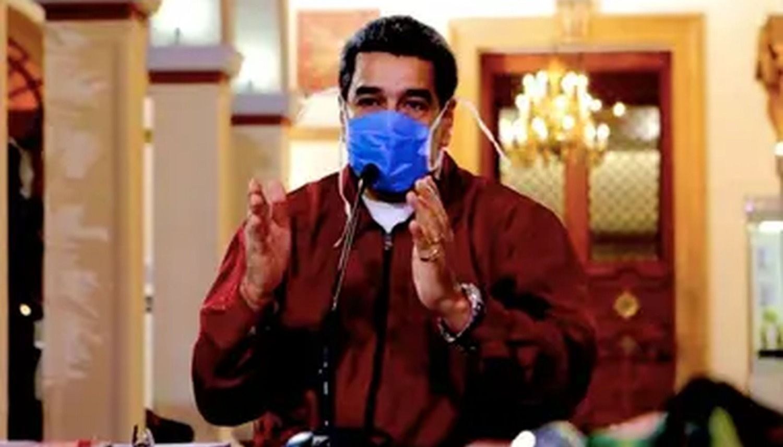 """Nicolás Maduro recomendó un """"brebaje natural» de un falso médico para prevenir el coronavirus y Twitter borró la publicación"""