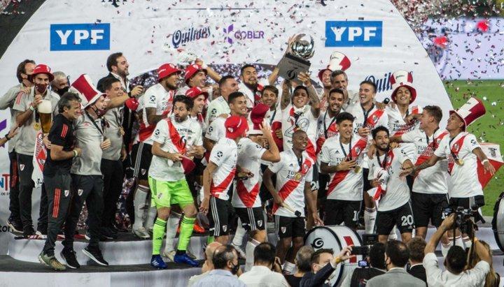 """River humilló a Racing y es el """"super campeón"""" del fútbol argentino"""