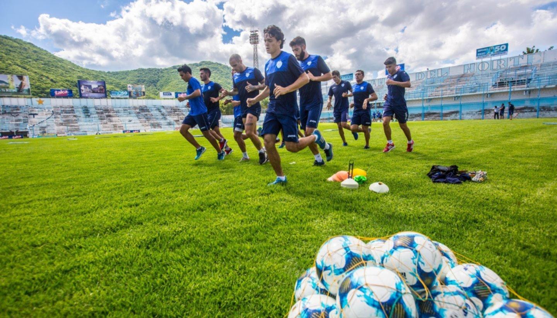 Penales, hermetismo y confianza en Gimnasia antes de la partida a Cuyo