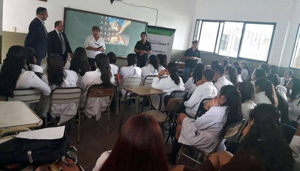 Enseñan a 400 estudiantes los perjuicios de las drogas