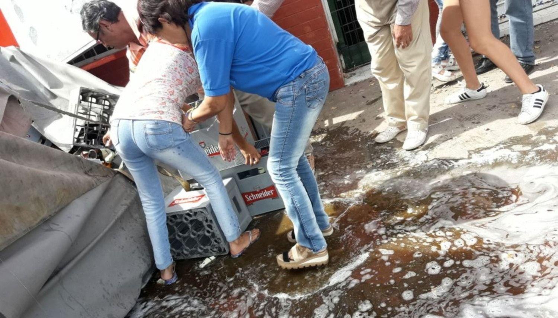 Salta: Volcó un camión con cerveza y lo saquearon en pocos minutos