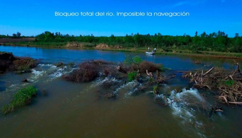 Con diques de ramas obstruyen el cauce del Juramento y la migración de peces