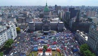 Masiva movilización del 4-A contra las políticas del Gobierno: presiones a la CGT