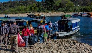 Protesta de bagayeros bolivianos por sentirse excluidos del acuerdo