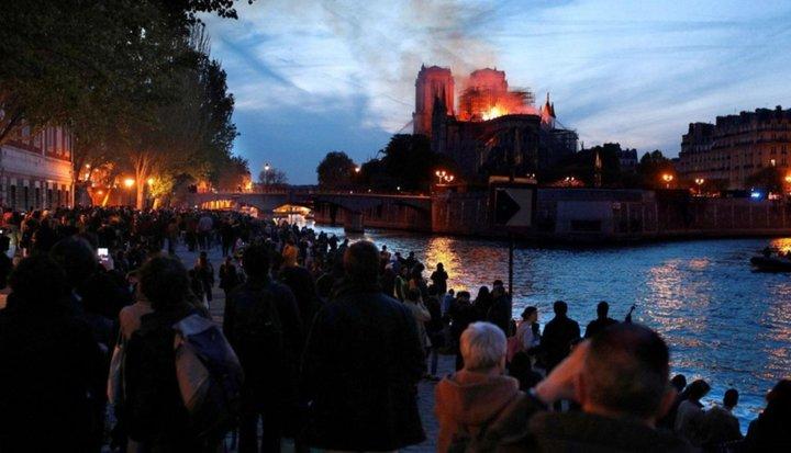 """Controlaron el fuego en Notre Dame y aseguran que la estructura """"está a salvo"""""""