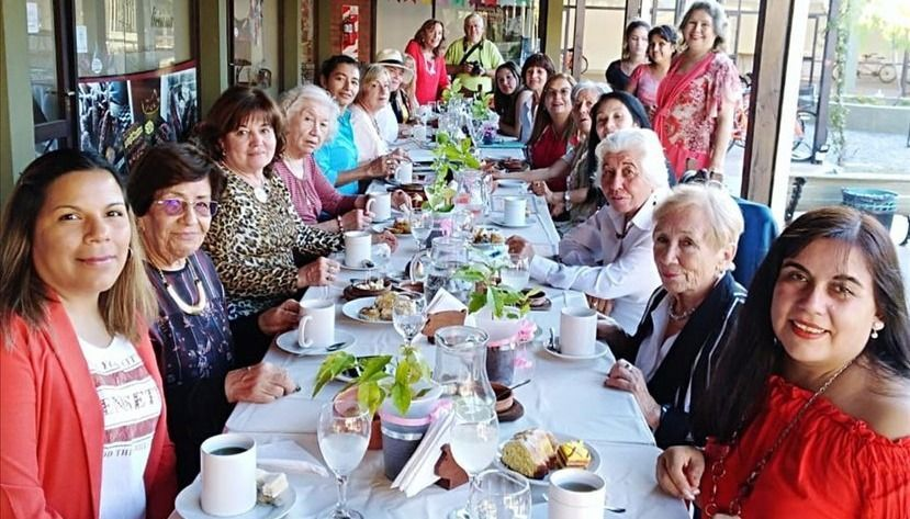 Mujeres de América que trabajan  por la paz, reunidas en la Termal