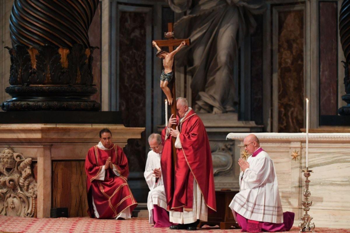 """En Roma, el Papa pidió por """"las cruces en el mundo"""""""