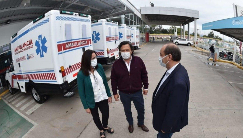 La Provincia entregó seis ambulancias de mediana complejidad a hospitales del interior