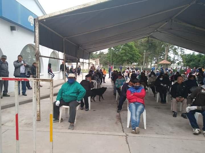 EL CARRIL Jubilados: organizaron las filas frente al banco de El Carril