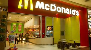 McDonald's depositó un sueldo de $2.500 a sus empleados