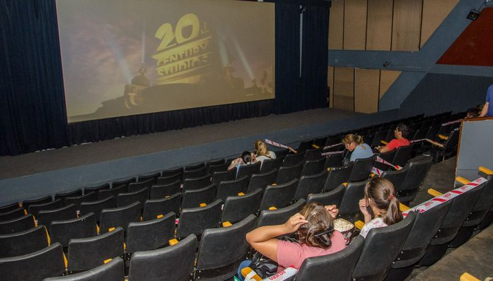 Los cines se reacomodan a los nuevos horarios