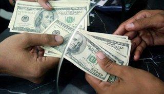Sin freno, el dólar volvió a subir y cerró arriba de los 23 pesos