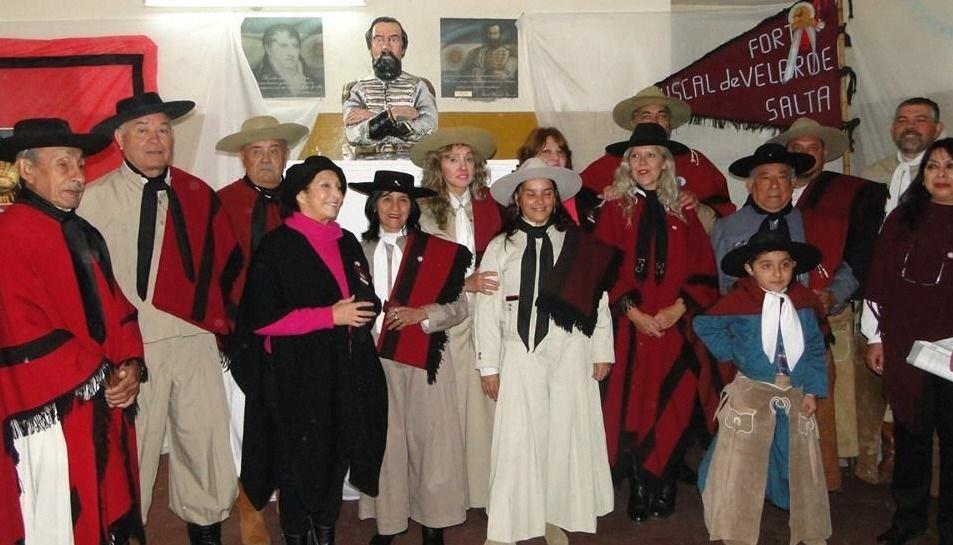 Donan un busto del General Güemes a la escuela Vucetich
