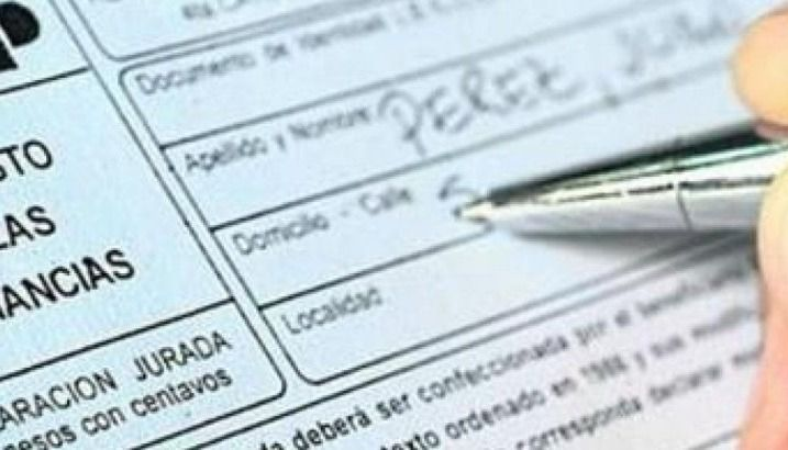 El Gobierno analiza cambios en Ganancias para evitar el impacto sobre feriados y horas extras