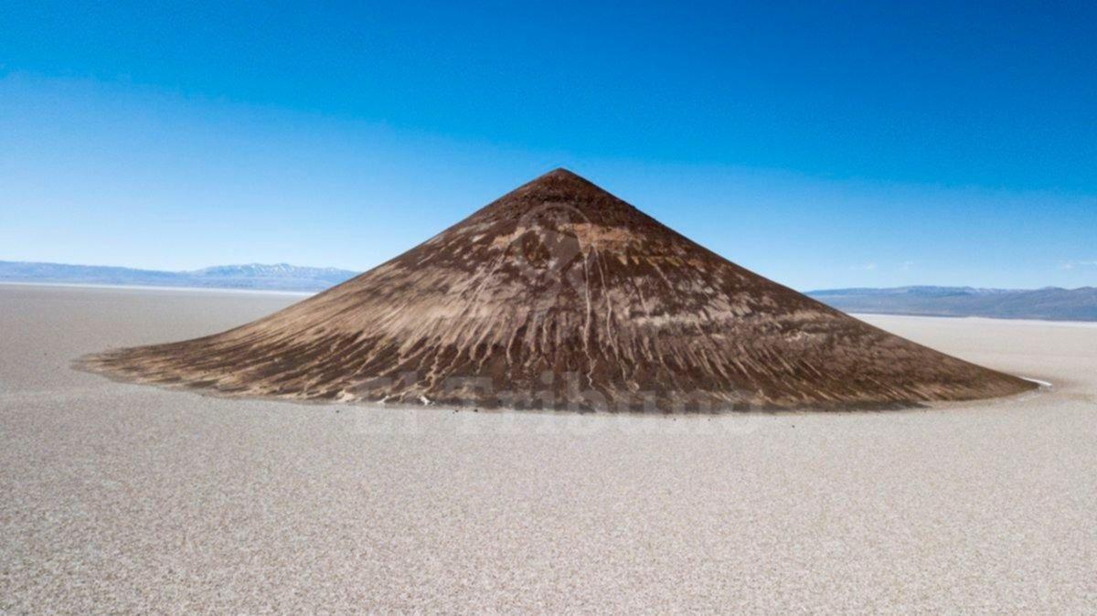 El Cono de Arita es la pirámide natural más perfecta del mundo