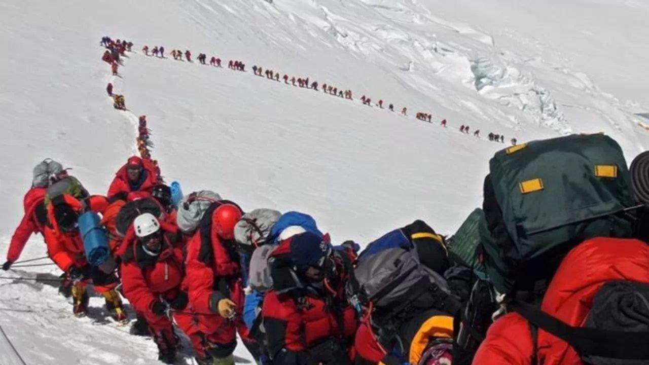 Ya son diez los muertos tras el atasco en el Everest