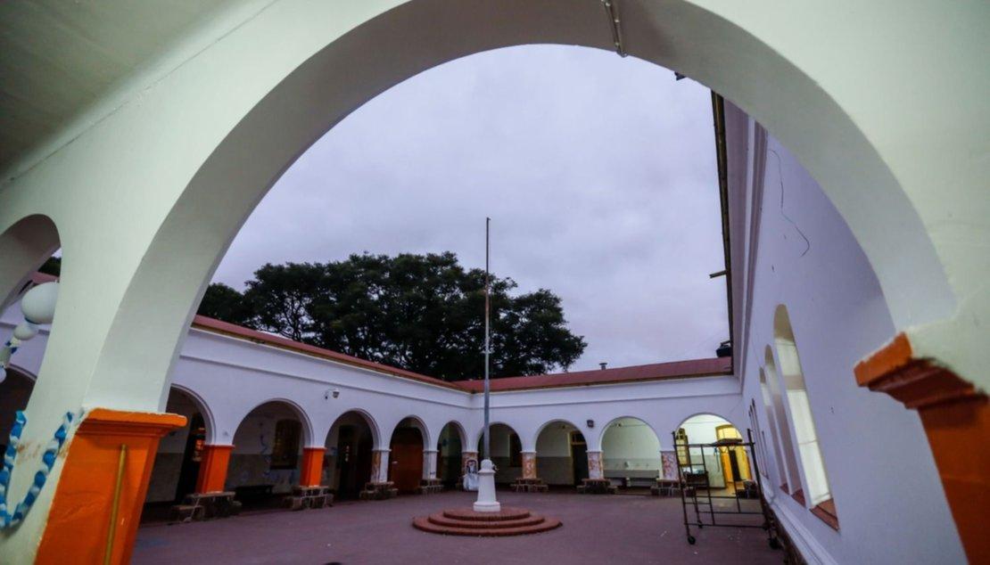 Patio de la escuela Roca, sin alumnos. Foto Javier Corbalán