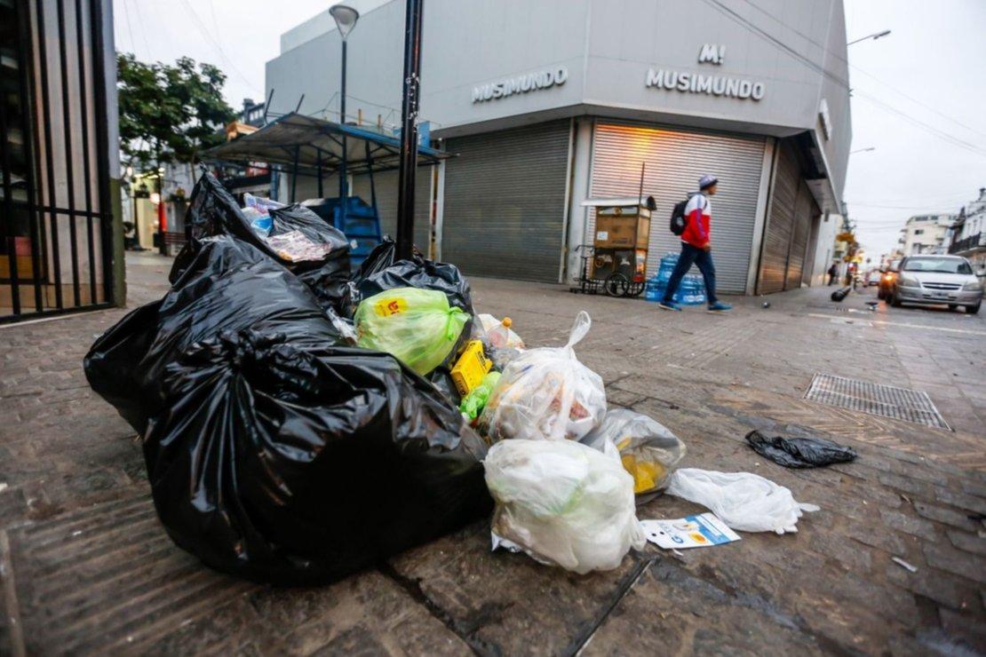 Basura en la peatonal Alberdi. Foto Javier Corbalán