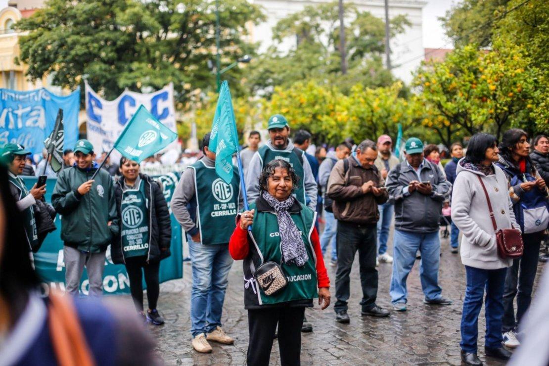 Estatales de ATE en la plaza 9 de Julio. Foto Javier Corbalán