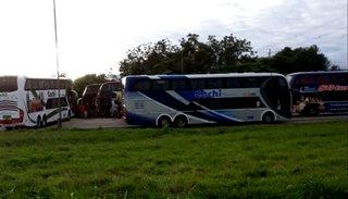 Protestas de empresas de turismo: corte de ruta en la rotonda de Güemes
