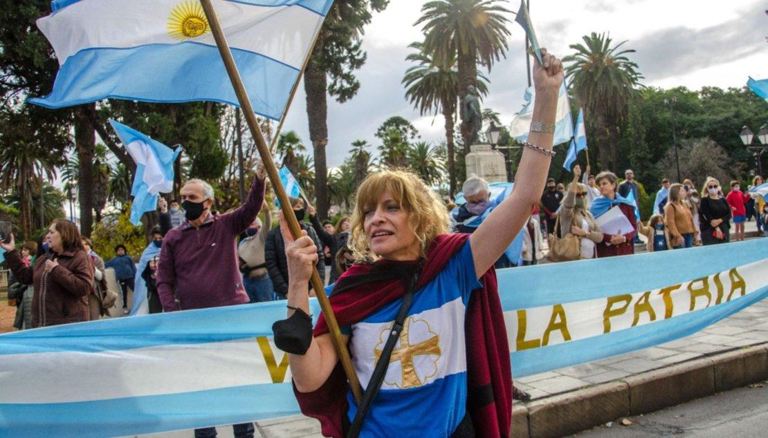 Autoconvocados en la plaza Güemes. Pablo Yapura