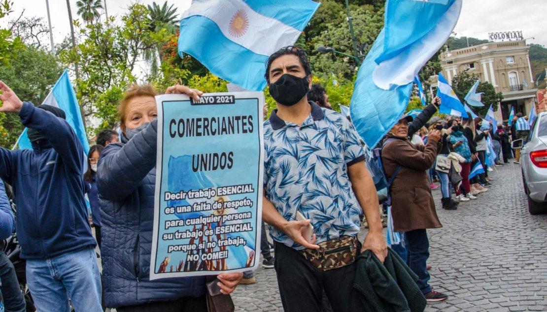 Manifestantes sobre la calle Caseros, frente al Cabildo. Pablo Yapura