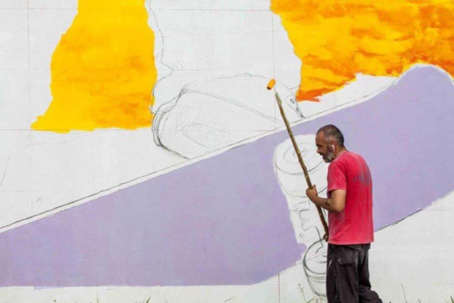 Skaters y graffitis en un colorido mural del barrio santa for Paredes y rivarola