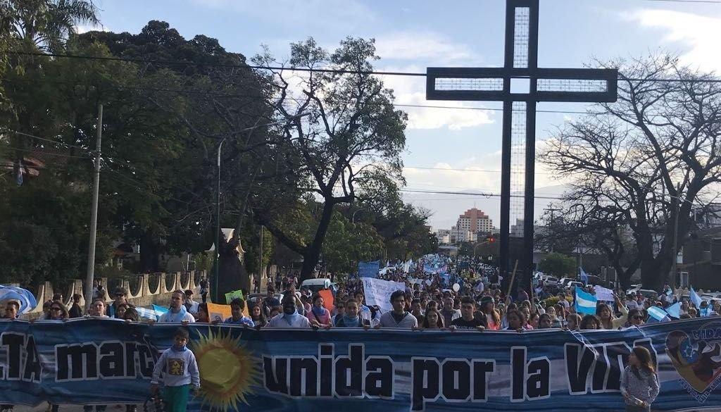 Miles de salteños se movilizaron en contra del aborto legal
